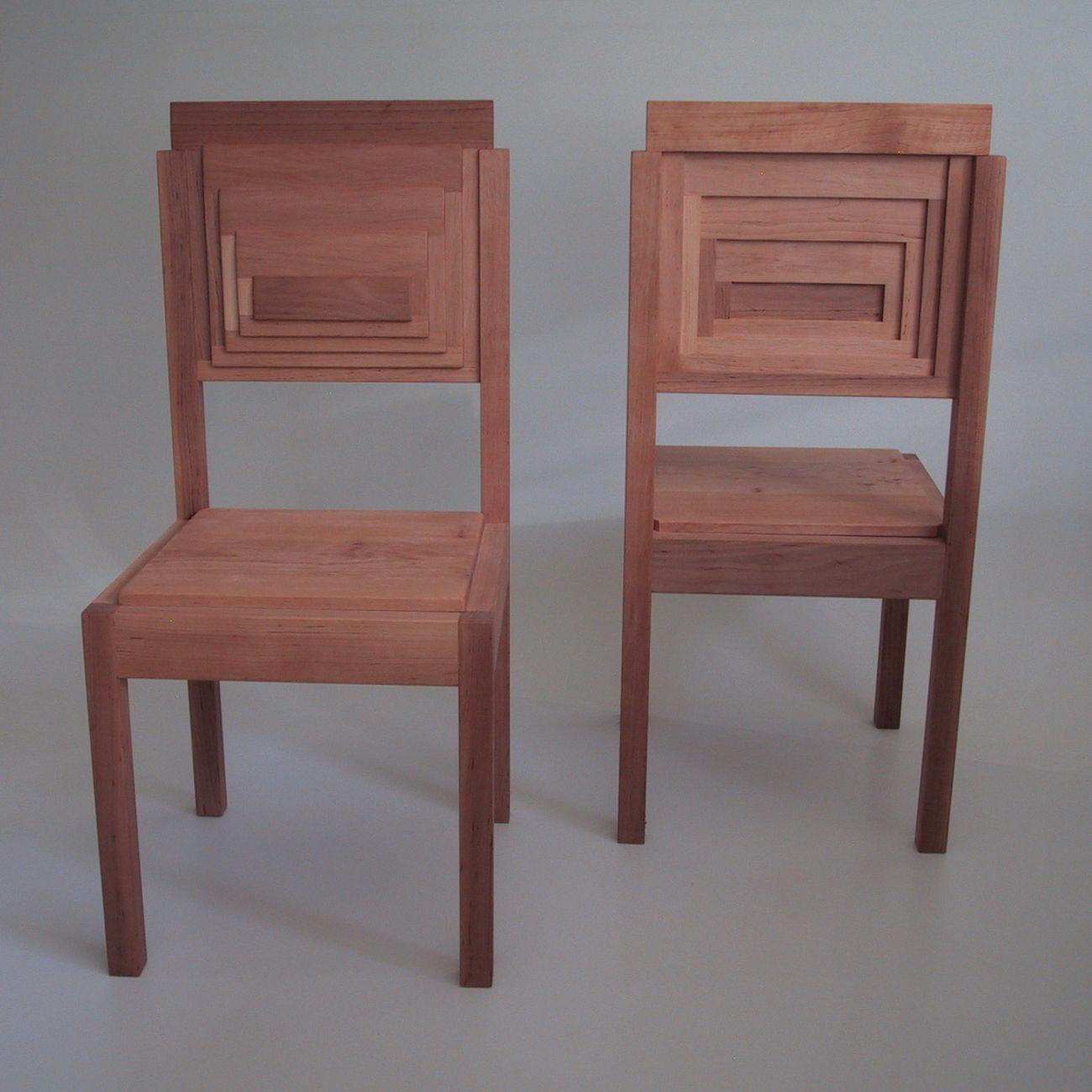 Design Stuhl von vorne und hinten aus Massivholz